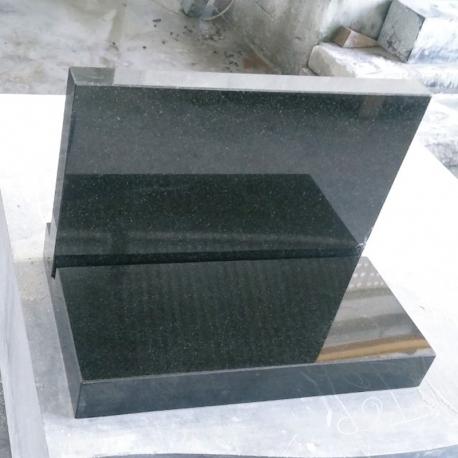 Graniidist Alus poleeritud servadega